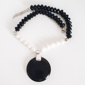 Jewelry - Onyx and Pearl necklace